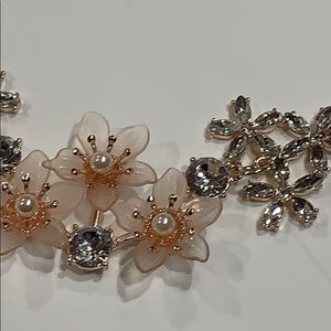 Jewelry - Rose Gold, Rhinestones & Pearls Floral Necklace
